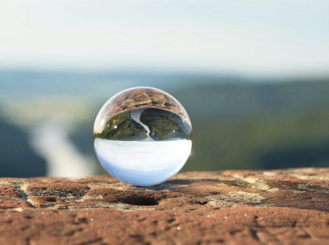 Lensball water